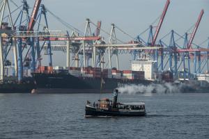 9597 Dampfschiff vor Containerships
